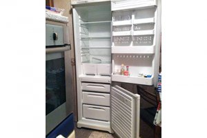 Перевозка холодильника: как правильно ее выполнить в вертикальном положении или лежа на боку?